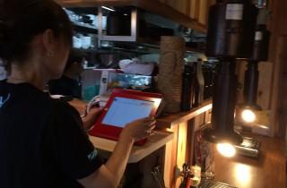 iPad_飲食店用_スタンド_iPad_店舗用_盗難防止_スタンド_赤